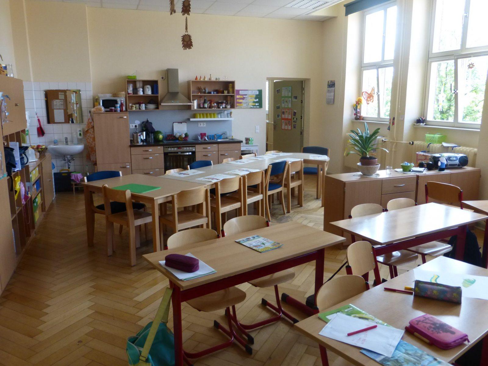 Klassenraum-mit-Kuechenzeile